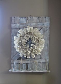 great design made from pallets.        3 cheers for pallets !!!