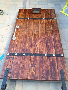 DIY Barn Door from Simple 2×6′s TUTORIAL