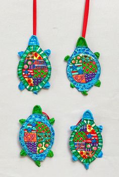 Some ordinary can tops have been creatively repurposed into Turtle Ornaments. Holiday Ornaments, Holiday Fun, Holiday Gifts, Assemblage Kunst, Recycled Art, Repurposed, Beach Gifts, Middle School Art, Colorful Fish