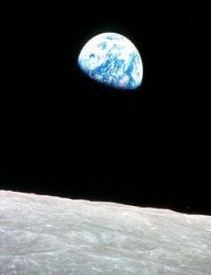 Ziemia okradła Księżyc z wody. http://tvnmeteo.tvn24.pl/informacje-pogoda/ciekawostki,49/ziemia-okradla-ksiezyc-z-wody,185670,1,0.html