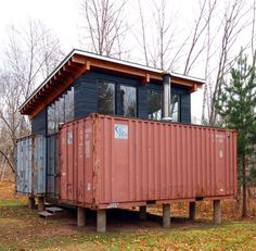 Holyoke Cabin is a simple and elegant example of shipping container architecture. Container Buildings, Container Architecture, Container Houses, Cargo Home, Shipping Container Cost, Cargo Container, Container Office, Cabana, House Design