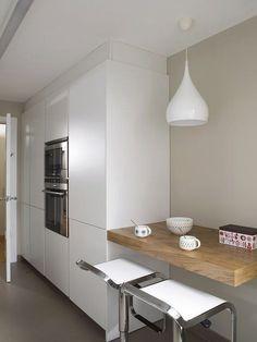 50 Best Small Kitchen Remodel Designs for Smart Space Management - Home & Garden Classic Kitchen, New Kitchen, Narrow Kitchen, Cheap Kitchen, Kitchen Interior, Kitchen Decor, Kitchen Ideas, Kitchen Inspiration, Kitchen Furniture