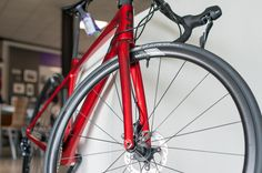 The all new Liv Langma. Liv's answer to Giant's TCR. A light and versatile bike that's perfect for climbing but also for acceleration on the flats. This is the Langma Advanced Pro 1 Disc with mechanical Ultegra 2018. Is this paint scheme even better than the purple one? Nice job Liv  | More and other models of the Langma on Racefietsblog.nl Giant Tcr, Bicycle Parts, Paint Schemes, Climbing, Bike, Models, Purple, Bicycle Kick, Bicycle