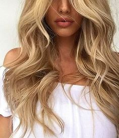 blonde waves and perfect pout