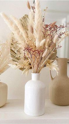 Dried Flower Arrangements, Vase Arrangements, Dried Flower Bouquet, Dried Flowers, Grass Centerpiece, Floor Vase Decor, White Wedding Decorations, Grass Decor, Cute Furniture