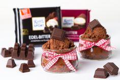 Schokofans, das wird euch gefallen! Heute zeigen wir euch, wie ihr euch eine leckere Mousse au Chocolat ganz leicht selber machen könnt. Dafür braucht ihr nur etwas Wasser und Schokolade. Glaubt ihr nicht? Wir zeigen es euch!   Für eure selbstgemachte Mousse au Chocolat benötigt ihr zunächst 200g Schokolade. Wir empfehlen euch dafür unsere RITTER SPORT Edel-Bitter, denn mit der gelingt die ...