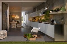 Le modèle Gamma vous permet de créer votre cuisine intérieure comme extérieure. Chez parallèle mobilier et cuisine contemporain. www.parallele-online.be