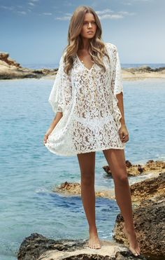 MELISSA ODABASH Ingus Short Cream lace Kaftan <br />The cream Ingus Kaftan from swimwear designer Melissa Odabash is a short cover up with all over delicate lace that will show off your swimwear underneath. Draped sleeves and a V neckline gives this kaftan a floaty and feminine look, perfect for wearing round the pool. <br />