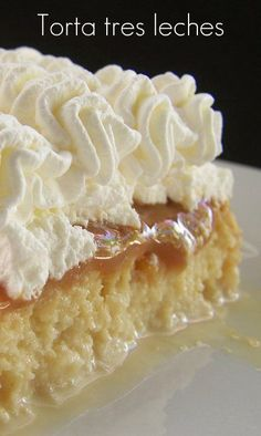 Tarta-tres-lechetarta de las tres leches s, Torta-tres-leches, postres-venezolanos Mexican Food Recipes, Sweet Recipes, Cake Recipes, Dessert Recipes, Food Cakes, Cupcake Cakes, Just Desserts, Delicious Desserts, Yummy Food