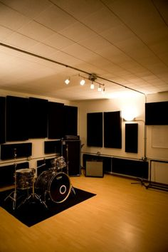 17 x 17 Rehearsal Space