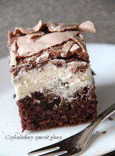 Chocolate cake with mascarpone cream and meringue Chocolate .- Ciasto czekoladowe z kremem mascarpone i bezą Polish Desserts, Polish Recipes, Baking Recipes, Cake Recipes, Dessert Recipes, Chocolate Caramel Cake, Chocolate Cream, Pastry Cook, First Communion Cakes