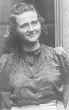 Haika Grosman, uma das organizadoras da resistência no gueto de Bialystok e participante da revolta desse gueto. Polônia, 1945.