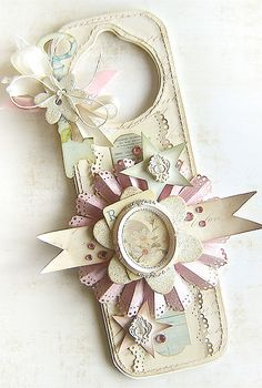 DIY::: Shabby Door Hanger