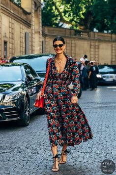 MORE PICTS You can also see more ideas about fall street style , european street style , street style women , men's street style 2018 , stre. Mens Street Style 2018, European Street Style, Street Style Summer, Giovanna Battaglia, Chic Outfits, Summer Outfits, Fashion Outfits, Street Looks, Moda Chic