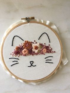 Cat embroidery hoop/ Embroidery art by ThreadsInstead on Etsy https://www.etsy.com/listing/387424938/cat-embroidery-hoop-embroidery-art