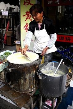 Jian Bing! The BEST Street Food you'll Ever find in China! DELISH :D