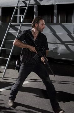 Andrew Lincoln--exceptionally HOT in mid season 3 premiere.