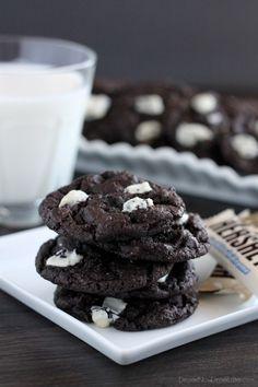 Dark Chocolate Cookies & Cream Cookies   DessertNowDinnerLater.com #cookies #darkchocolate #cookiesandcream