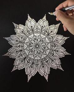 . a backlight pic.. . #wip#papercut#paperart#paperwork#zentangle#mandala#artfido#arts_help#art_spotlight#sketch_daily#worldofartist#切り絵