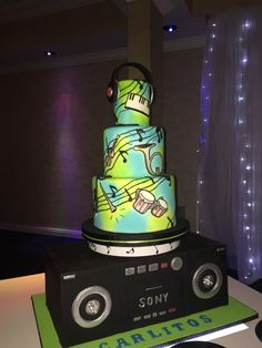 Music Cake!!!! Plays Music!!! Has lights!!!! Spins Around!!!!