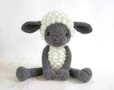 This written crochet pattern includes all the instructions needed to make your own cuddly toy sheep. Detailed instructions, many step-by-step photos