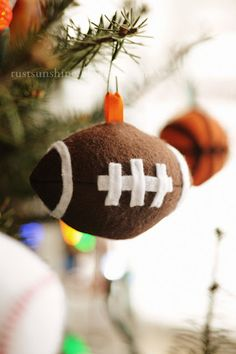 Football, Baseball, and Basketball Ornaments, free patterns...so cute, link under each pic to pattern
