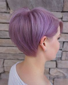 Long pixie hairstyles are a beautiful way to wear short hair. Many celebrities are now sporting this trend, as the perfect pixie look can be glamorous, elegant and sophisticated. Here we share the best hair styles and how these styles work. Short Hairstyles For Thick Hair, Short Pixie Haircuts, Pixie Hairstyles, Short Hair Cuts, Short Hair Styles, Pixie Bob, Hairstyles 2018, Long Pixie Hair, Pixie Hair Color