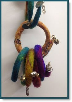 "Arlene ""Arlenesfelt"" has the most spectacular ""Flexible Felt Bracelets"" and she did offer instructions below because her fans wanted to know how to make them. These bracele… Fiber Art Jewelry, Textile Jewelry, Fabric Jewelry, Felted Jewelry, Jewellery, Felt Bracelet, Felt Necklace, Needle Felted, Nuno Felting"