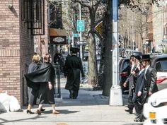 Sabbath en el barrio judío de Nueva York, en Williamsburg Williamsburg Brooklyn, Street View, New York, Nova, The Neighborhood, Vacations, Bubbles, Embroidery, New York City