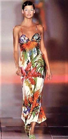 Linda Evangelista -  Gianni Versace Spring 1993  Milan Italy