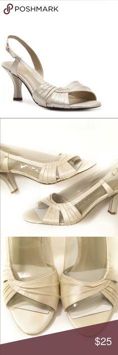 LIZ CLAIBORNE DRESS SHOES Cream off white color.❌PRICE FIRM UNLESS BUNDLED ❌ Liz Claiborne Shoes Heels