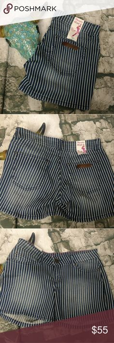 "NWT Wrangler Mae Stripe Denim Jean Shorts 5 / 6 Low-rise blue denim jean shorts by Wrangler. May fit, size 5/6. Dark Blue with white stripe. 8.5"" rise, 5"" inseam. Wrangler Shorts Jean Shorts"