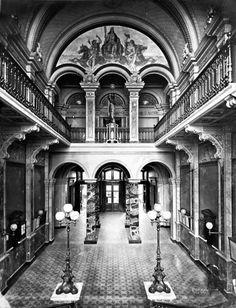 ANTIGUO BUENOS AIRES Interior del Palacio de Correos y Telégrafos, obra del arquitecto Sueco Carlos Augusto Kihlberg, fue el germen precursor de la Casa Rosada. Inaugurado en 1876.