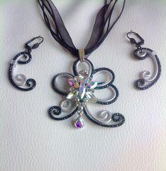 Parure noir et argent avec fleur en cristal Sworovsli par Myriambijoux sur Etsy https://www.etsy.com/fr/listing/233656147/parure-noir-et-argent-avec-fleur-en