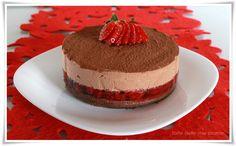 Torta cioccolato fondente e fragole con mousse al cioccolato e zenzero