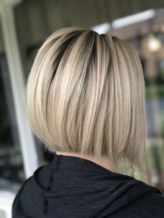 Don't want it puffy and round Oblong Face Hairstyles, Bob Hairstyles For Fine Hair, Hairstyle Men, Formal Hairstyles, Wedding Hairstyles, Men's Hairstyles, Chic Short Hair, Short Hair Cuts, Short Hair Styles