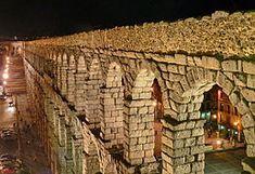 El Acueducto de Segovia es un acueducto romano situado en la ciudad española de Segovia. Su construcción se data a principios del siglo II d.C., en época del emperador Trajano - Wikipedia, la enciclopedia libre