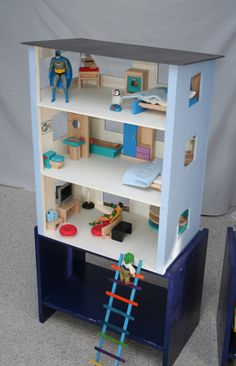 Action figure house / hide out instead of dollhouse DIY