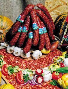 Hungarian salami and sausages Hungarian Cuisine, Hungarian Food, Hungarian Recipes, Smoking Recipes, Smoking Food, How To Make Sausage, Sausage Making, Charcuterie Recipes, Homemade Sausage Recipes