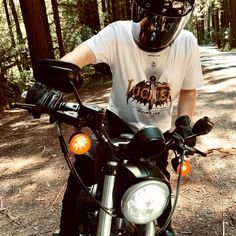 Camiseta Lucifer Motorcycles x Aristocratic Motorcyclist Motorcycle Shop, Tee Shirts, Tees, Motorcycles, Classic, Shopping, Derby, Chemises, Chemises