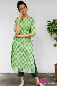 Evergreen Forest Kota Kurti with Straight Pants İslami Erkek Modası 2020 Silk Kurti Designs, Simple Kurta Designs, Salwar Designs, Stylish Dress Designs, Kurta Designs Women, Kurti Designs Party Wear, Indian Fashion Dresses, Indian Designer Outfits, Designer Dresses