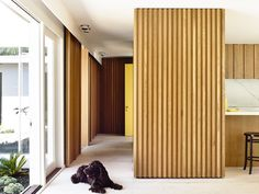 A mid-twentieth century courtyard house was completely transformed by architects Kennedy Nolan, located in Bayside, a suburb of Melbourne, Australia. Timber Feature Wall, Timber Wall Panels, Timber Walls, Australian Interior Design, Interior Design Awards, Windermere House, Kennedy Nolan, Cedar Paneling, Melbourne