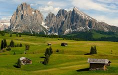 From majestic seas to quaint street-nooks to sprawling mountains and valleys - Italy has it all.