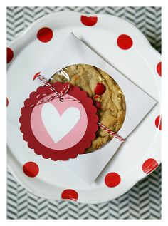Love the idea of using CD sleeves as cookie holders.  Perfect for the 95 cookies I was thinking of making for the teachers for Valentine's day!