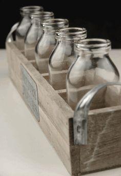 Petites Fleur Embalaje de madera y 5 botellas de leche de vidrio
