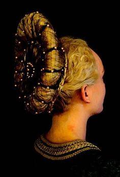 chignon dans un style renaissance Roman Hairstyles, Vintage Hairstyles, Braided Hairstyles, Renaissance Hairstyles, Historical Hairstyles, Mode Renaissance, Hair Reference, Shooting Photo, Rose Hair