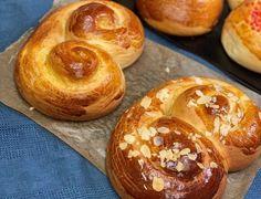 Greek Bread, Mediterranean Breakfast, Healthy School Snacks, Greek Easter, Easter 2021, Easter Cookies, Greek Recipes, Easter Recipes, Cookie Recipes