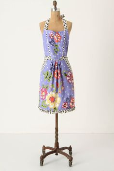I'd be the cutest one in the kitchen for sure! Centerpiece Apron | Anthropologie
