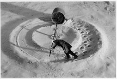 L'univers « philosophico-humoristico-angoissé » de Gilbert Garcin, alias Mister G. (Le Moulin de l'oubli, 1999)