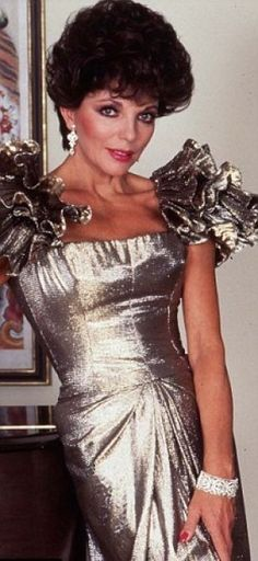 She may seem an unlikely inspiration for a fashion trend, but Harpers Bazaar has cited Joan Collins as the perfect role model for power dressing, which is back with a bang. Power Dressing, Fashion Tv, Fashion History, Fashion Wear, Dynasty Tv Show, Der Denver Clan, Dame Joan Collins, Fashion Documentaries, Nyc